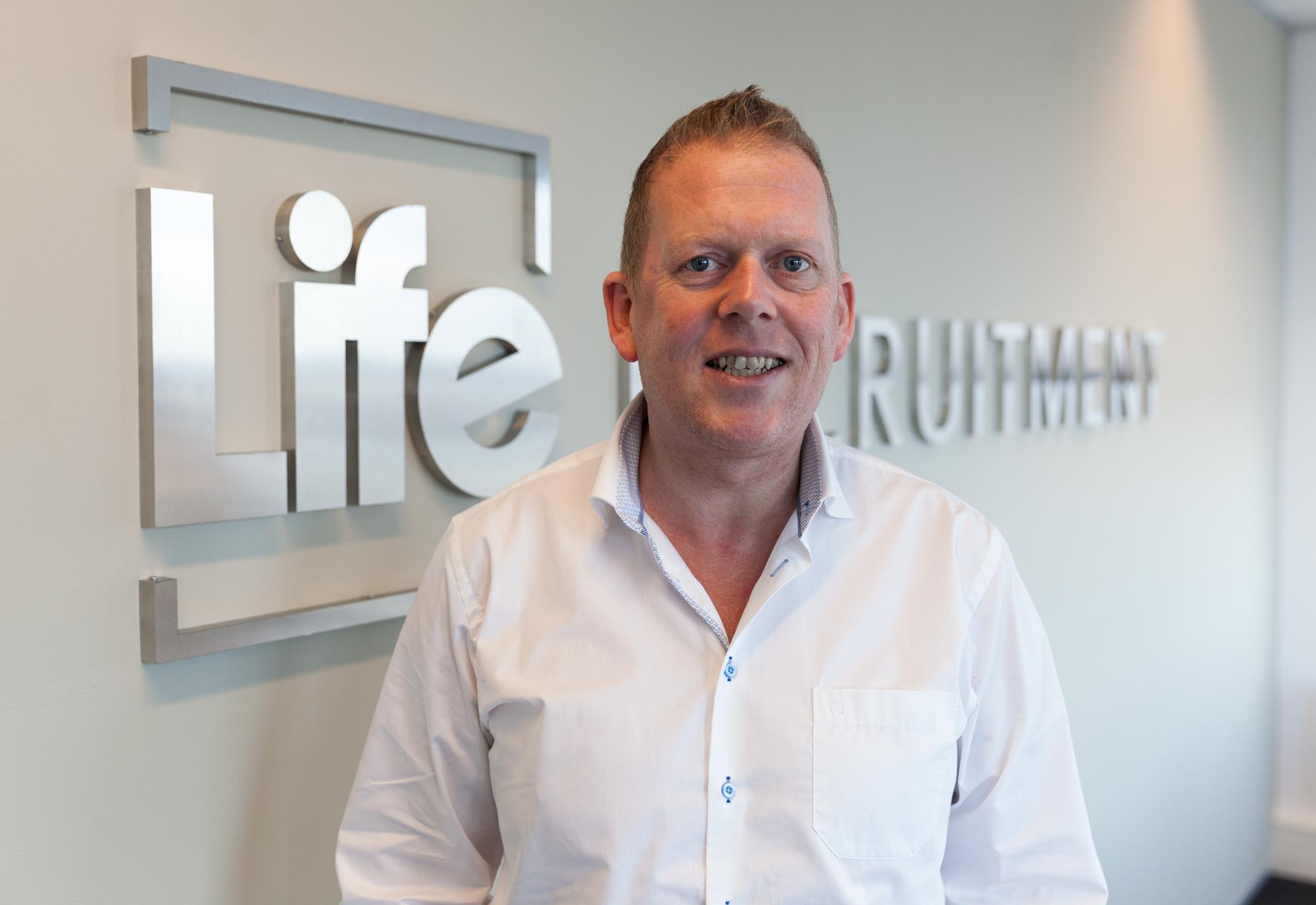Charles Ros in dienst als Consultant